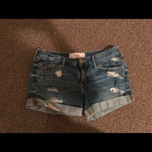 💅CUTE DISTRESSED Hollister jean shorts